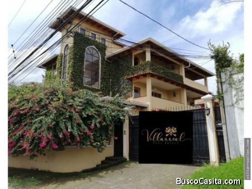 V#26 Casa con vista en venta en Curridabat