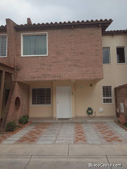 SKY GROUP vende excelente Town house en Villa Jardín San Diego