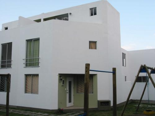 Vendo linda casa en el Pinar Alto - Quito - acepto departamento al norte como parte de pago