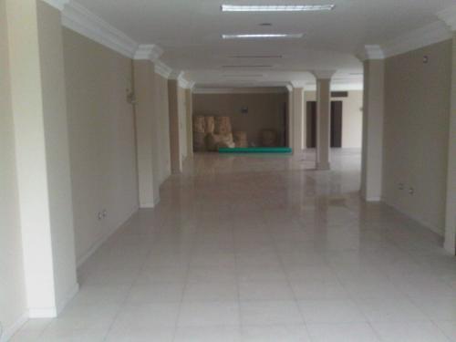 CENTRO DE GUAYAQUIL SE ALQUILA EDIFICIO DE ESTRENO