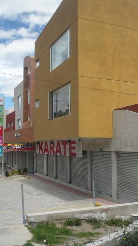 LOCAL MARISCAL SUCRE Y DIEGO DE VÁSQUEZ,ALADO BALCÓN DEL NORTE 100M2 $75.000 INFORMES: 2353-232, 097-592747