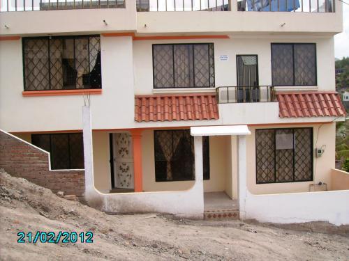 En Catamayo a tres cuadras del parque central se vende casa nueva terminada