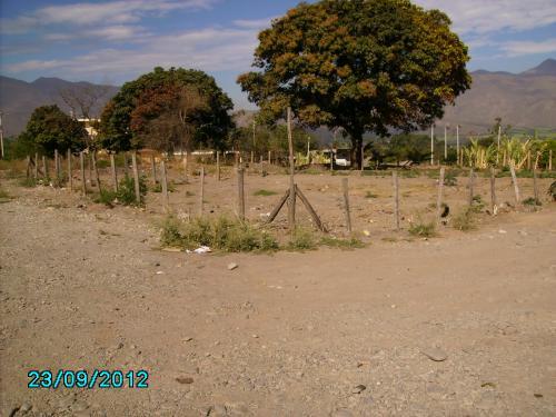 Vendo en Catamayo un lote de terreno esquinero con riego.