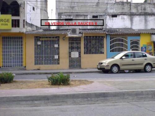 Vendo Villa Sauces 6 ubicada en Av. Enrique de Grau-Full comercial