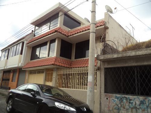 VENDO BONITA CASA EN OTAVALO-IMBABURA-ECUADOR
