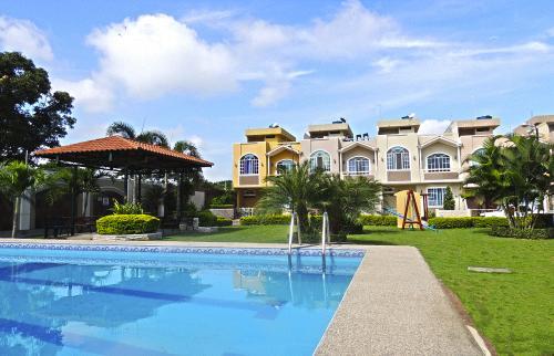 Hermosa Casa dentro de Urbanización exclusiva