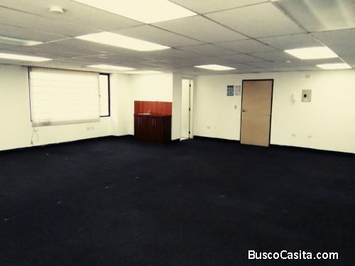 Oficina en alquiler Quito La Carolina