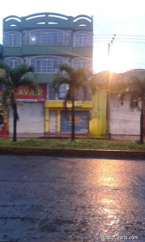 Edificio Comercial de 3Pisos + Mezanine + Locales comerciales+ departamentos