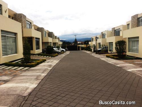Casa 2 pisos en conjunto privado sector El Arenal