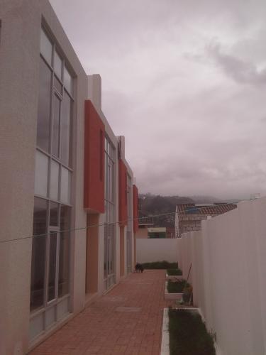 LINDAS CASAS POR ESTRENAR EN AMBATO, ECUADOR, CIUDADELA ESPAÑA