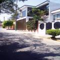 Amplia casa estilo moderno con área de oficinas independiente en Prados de Cuernavaca