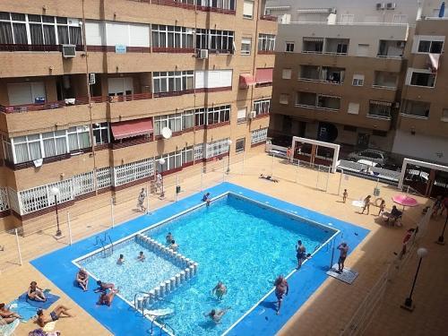 Apartamento 1 + 1 dormitorio  con piscina centro Torrevieja