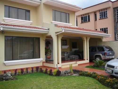 Vendo Casa En Cuenca Por El Complejo Del Banco Central