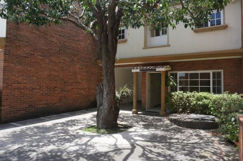 Townhouse dentro de condominio zona 10