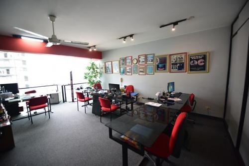 Alquiler de oficina con áreas comunes en centro empresarial Miraflores cerca a Metropolitano