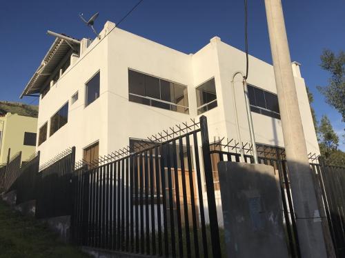 Amplia y Moderna Casa en Ticapata