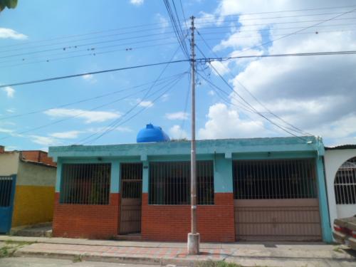 SKY GROUP Vende Casa en Urb. Caña de Azúcar en Maracay