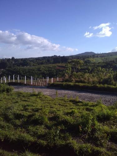 Deja de alquilar, compra tu hermoso terreno en Carretera al Salvador.