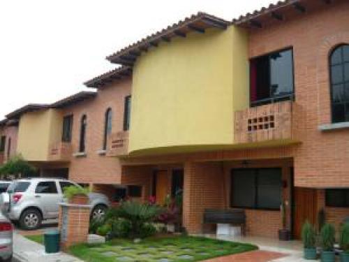 Townhouse en Venta Ma�ongo Edo Carabobo c�d. 11-5625