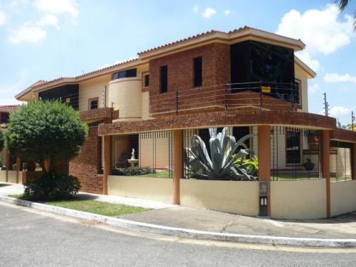clienteinmobiliario vende hermosa casa en trigal norte codigo MLS #11-2396