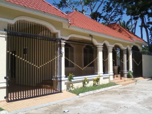 Casa en colonia palmira casas de venta en la ceiba for Casa de dos plantas en honduras