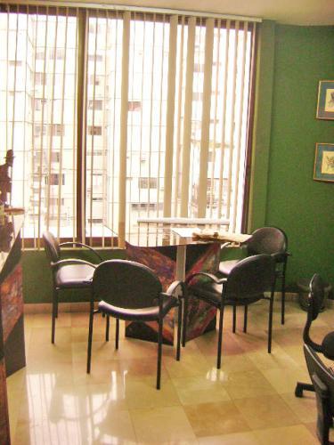 ALQUILER DE OFICINA CERCA DEL MALECON 2000