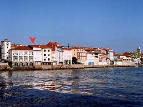 Casa familiar en la villa marinera de Luanco situada al