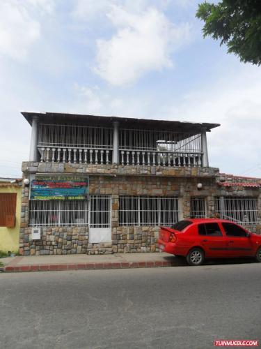 Vendo Casa en parque Valencia Av. Principal