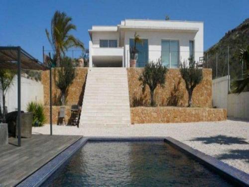 Villa de diseño con espectaculares vistas a 5m del campo