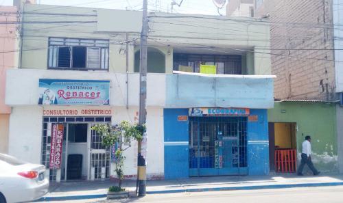 ¡Oportunidad! Zona Comercial - Venta Casa 2 pisos Av. Pinto #1128 a pasos de la Feria