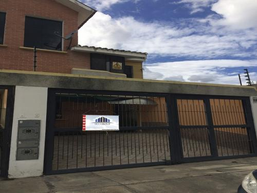 Sky Group vende Town House en Naguanagua SD-TH-012