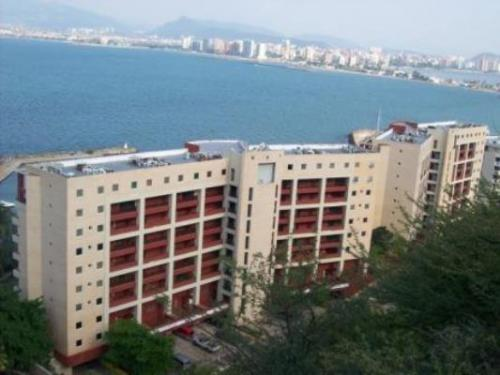 Vendo Lindo Apartamento Muelle Propio C.R Isla Marina, Lecheria. 2 Habitaciones