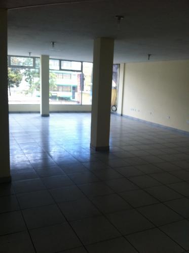 Arriendo Oficina o Local en Quito, Av. Eloy Alfaro