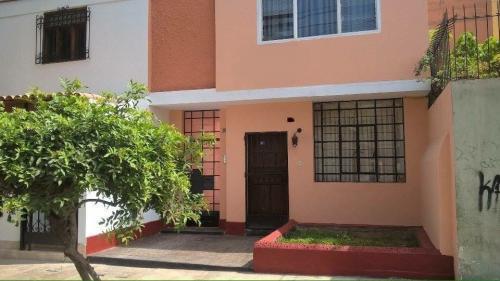 Remate de casa de 2 plantas en San Miguel