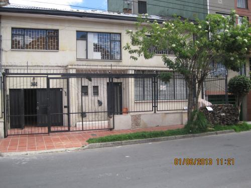 apartamento de2 alcoba con servicios incluidos independiente.