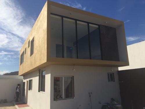 Casa nueva minimalista fraccionamiento el valle tijuana for Casa nueva minimalista
