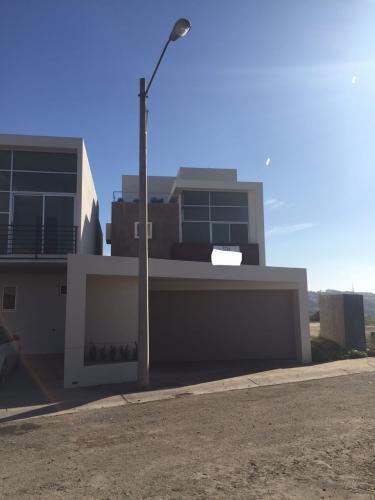 Compra venta de inmuebles casa nueva minimalista seccion for Casa nueva minimalista