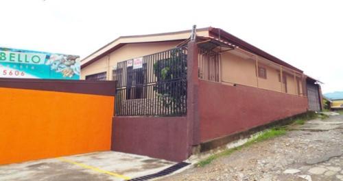 CRUCE – DESAMPARADOS -  SAN JOSE.    Hermosa Casa